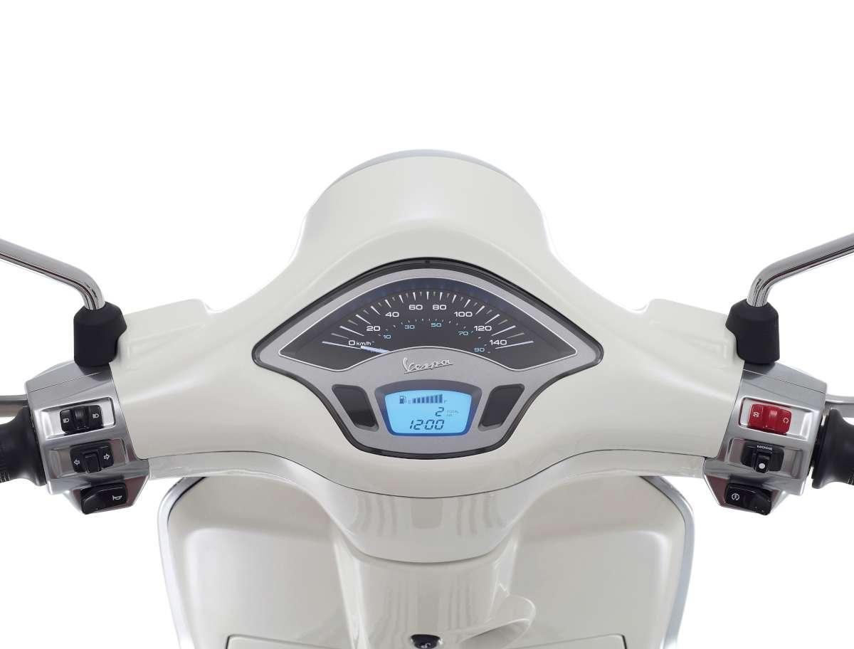 35-Vespa-Primavera-W1200