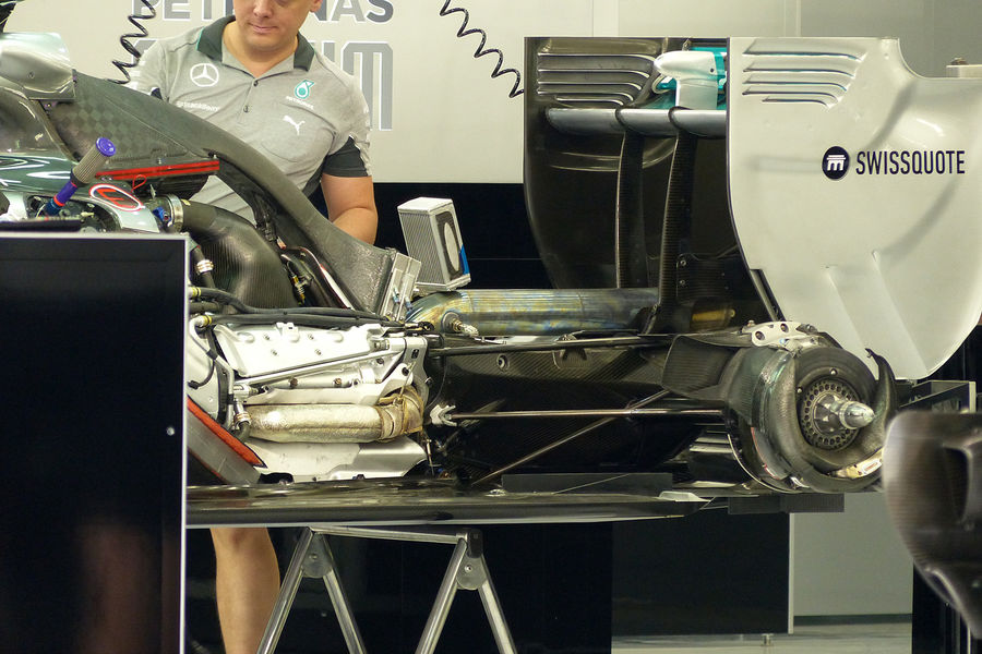 mercedes-w05-engine-14