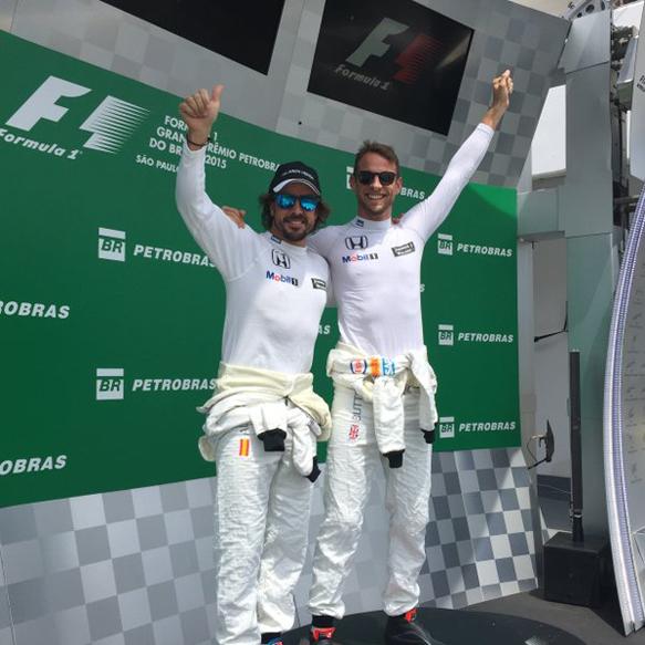 button-alonso-fake-podium-brazil-15