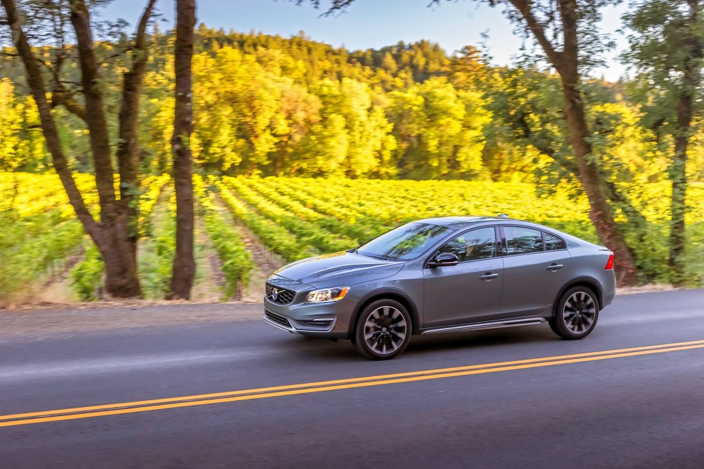 Volvo S60 Cross Country - model year 2016