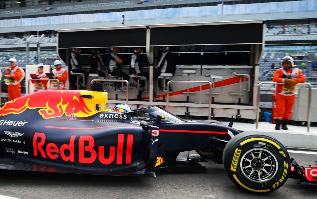 ricciardo-close-cockpit-16-test-russia