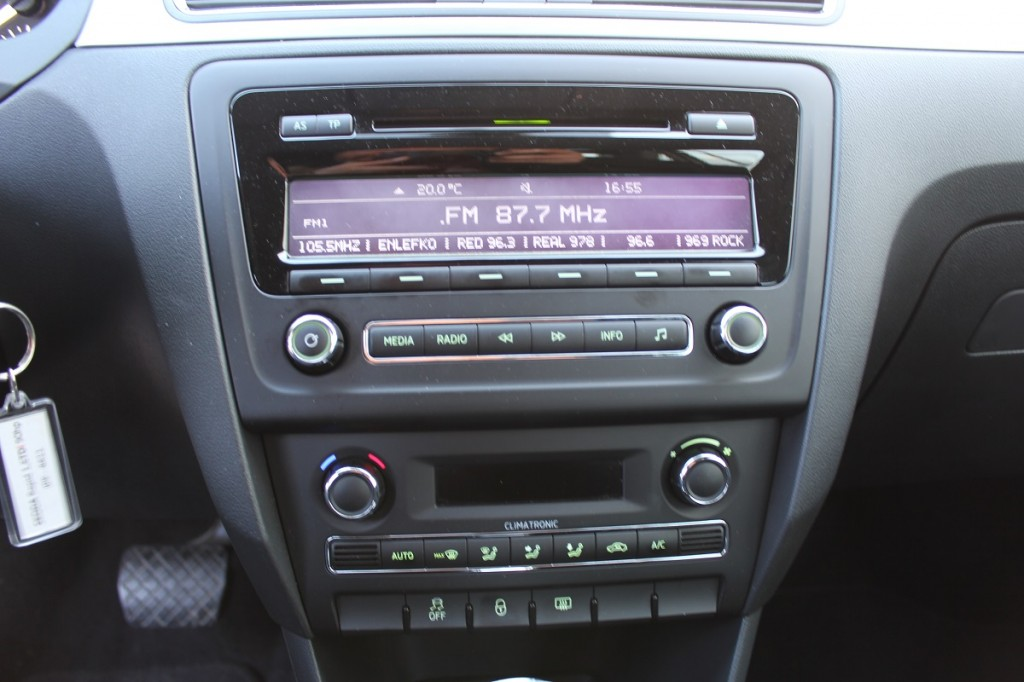 Skoda Rapid live radio