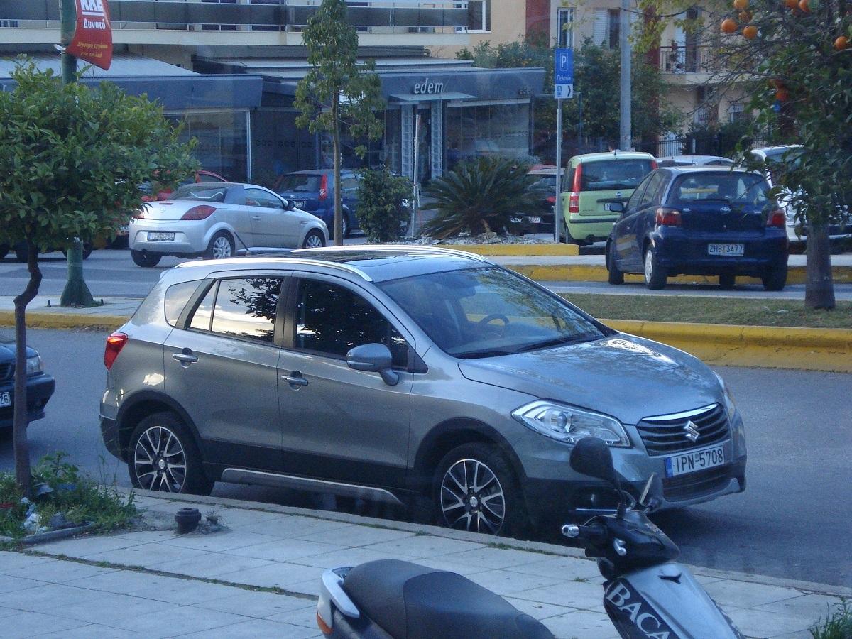 Suzuki Scross LT4
